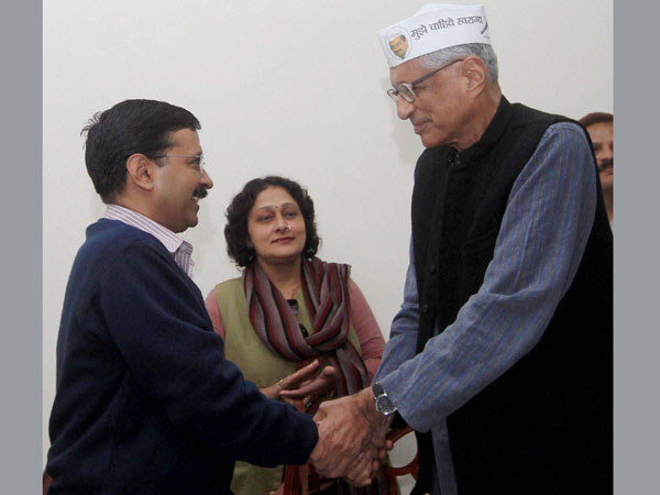 MK Gandhi's grandson Rajmohan Gandhi joins AAP