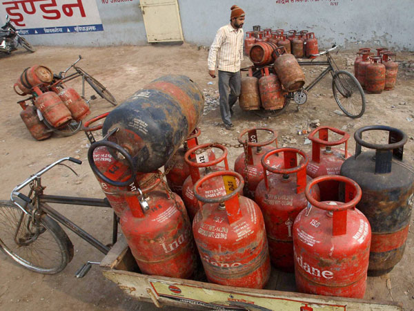 Over one crore LPG connections: Moily