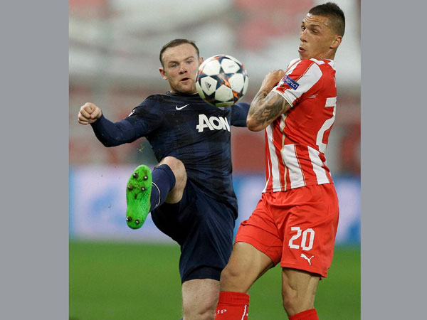 Olympiakos' Jose Holebas fights for the ball