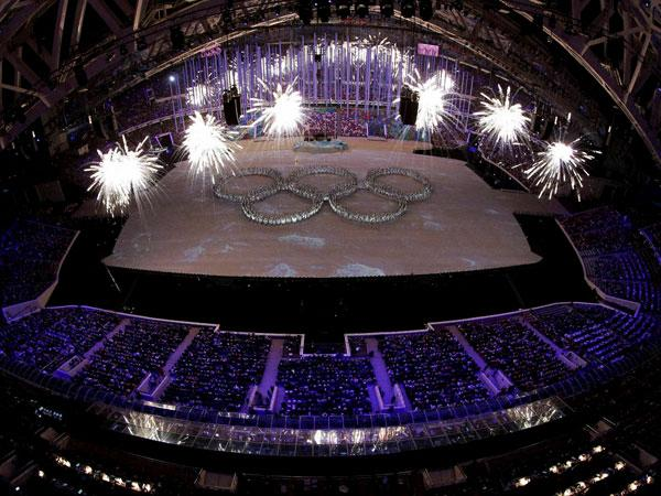 Sochi Olympics end, Russia tops medal tally