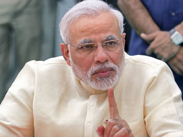 Don't run away from global challenges: Modi to traders
