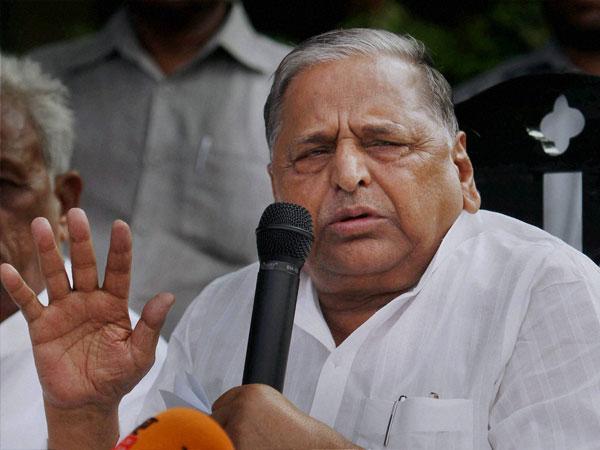 Mulayam hits out at Modi, Congress
