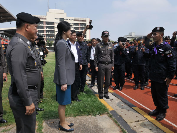 Thai PM meets police officials
