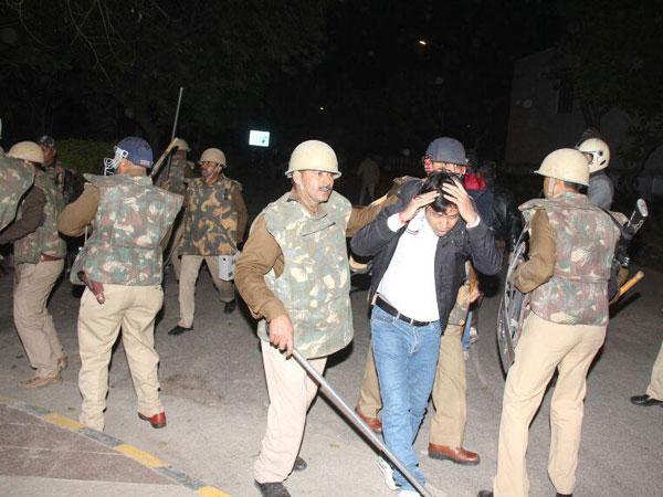 200 Junior doctors in Agra quit
