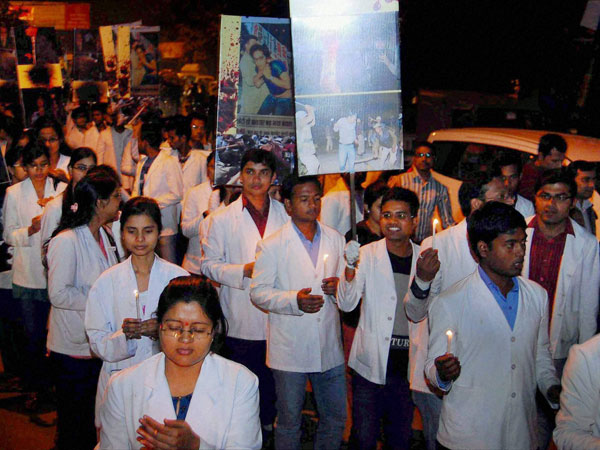300 doctors resign in UP