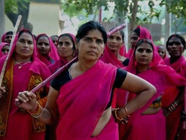 Gulabi Gang sacks Sampat Pal