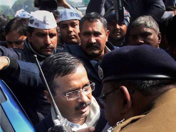 Kejriwal detained by Gujarat police