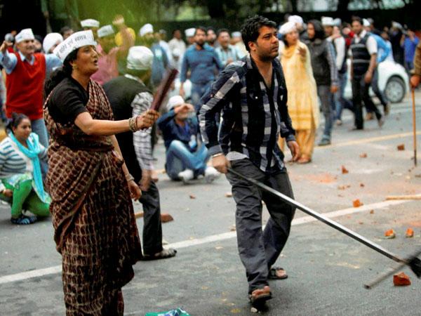 BJP approaches EC, demands strict action against AAP