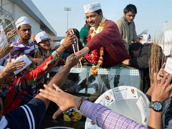 Kejriwal takes on Modi in Gujarat