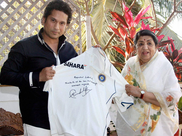 Sachin gifts autographed shirt to Lata