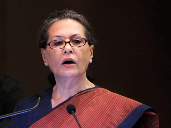 Sonia asks MPs to fight confidently