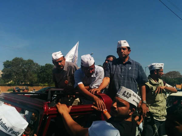 Kejriwal holds a road show in Bangalore
