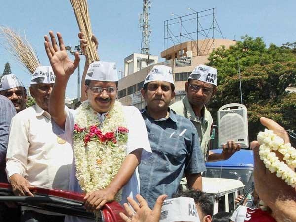 Kejriwal holds road show
