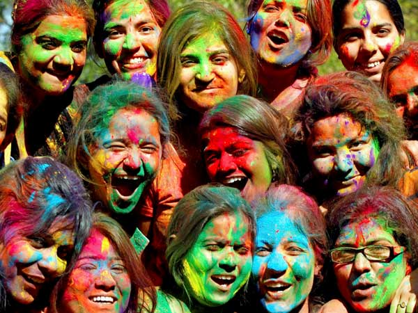 Maharashtra celebrates Holi