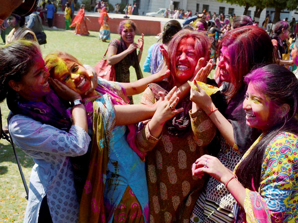 Odisha celebrates Holi with fervour