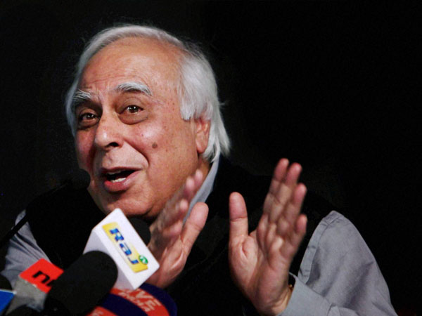 Sibal extends greetings to Harshvardhan