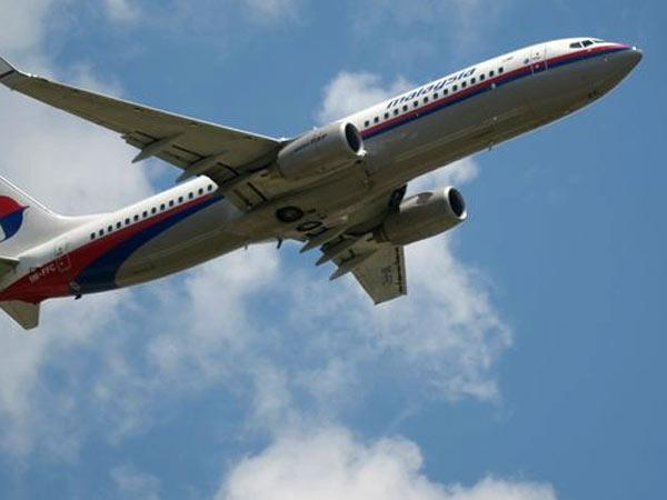 Malaysian plane: Search on to find blackboxes