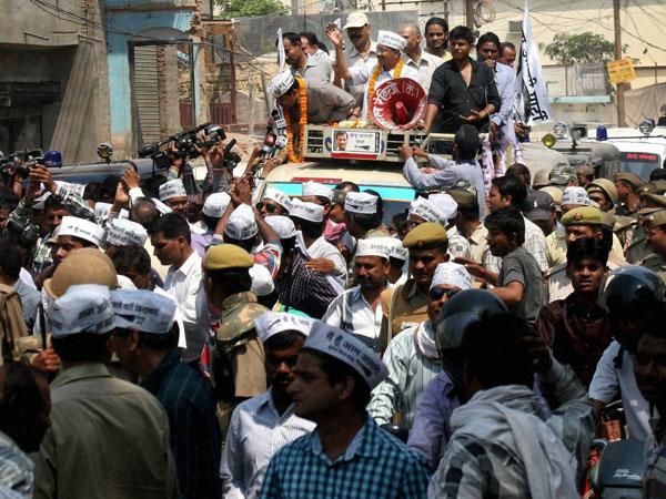 Gujarat govt calls Kejriwal a 'bluffer'