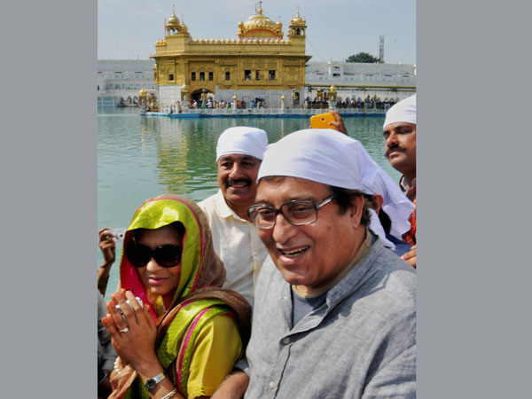 Vinod Khanna visits Golden Temple