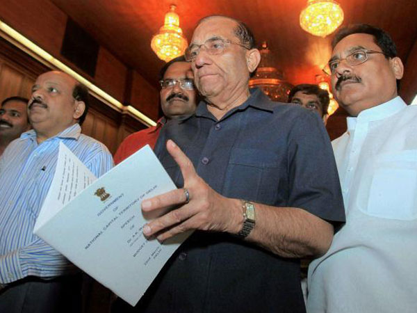 Cong, AAP against VK Malhotra