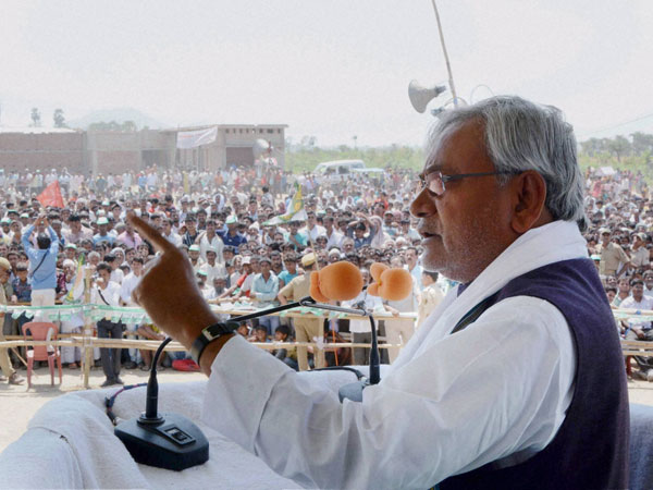 Nitish Kumar addresses an election campaign rally at Chakand