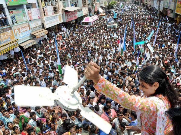 YSR Congress leader YS Sharmila at her road show in Krishna district