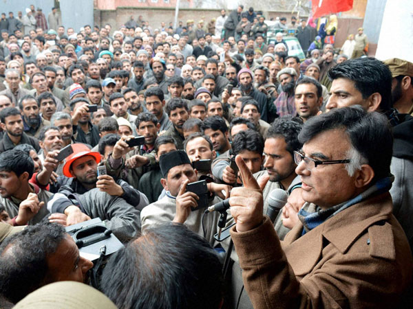 National Conference candidate Mehbooba Beigh addressing an election campaign rally