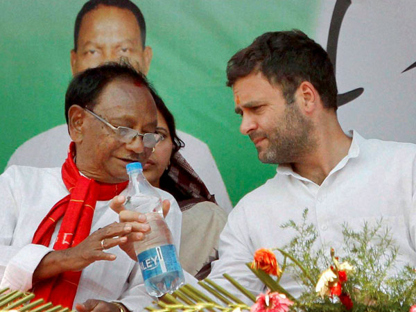 Rahul Gandhi along with party workers during an election rally