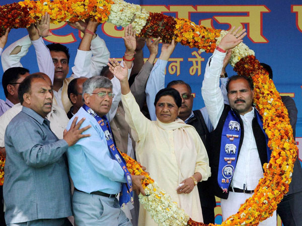 BSP Supremo Mayawati (C) being garlanded by party leaders