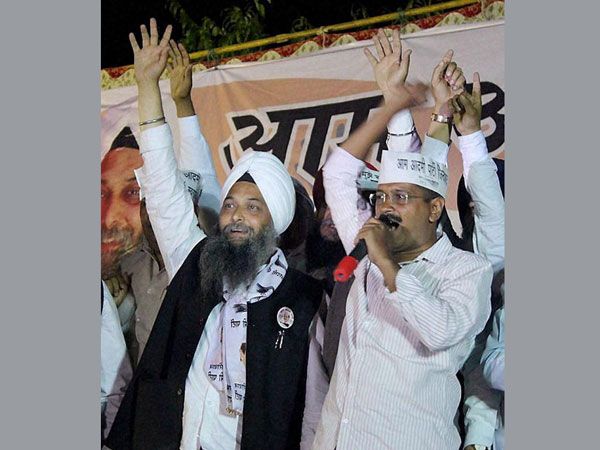 Arvind Kejriwal with party candidate Jarnail Singh