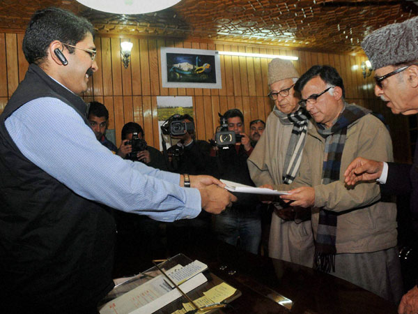 Mehboob Beig filling his nomination