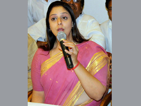 Congress candidate Nagma at a press conference