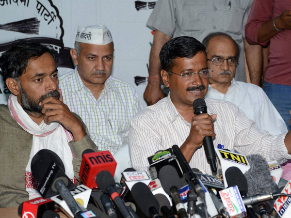 Arvind Kejriwal with party leaders Manish Sisodia
