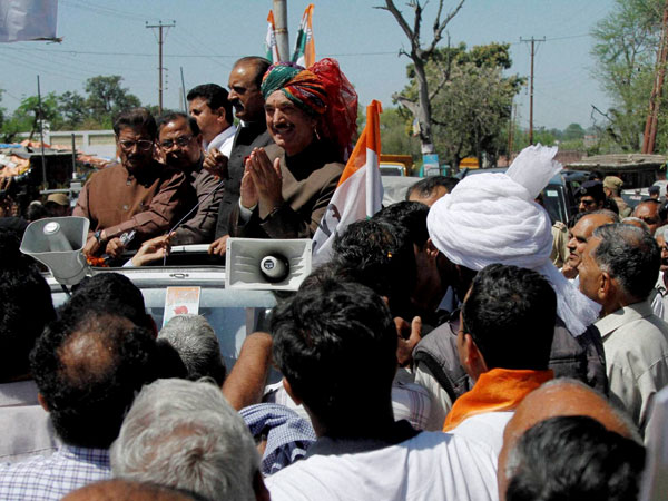 Ghulam Nabi Azad during an election road show