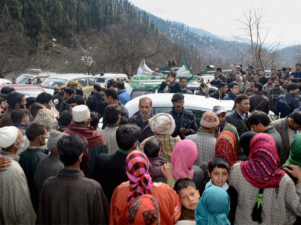 Mehbooba Mufti addressing party workers