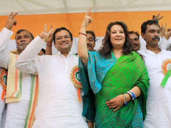 TMC candidate Moon Moon Sen with party leaders