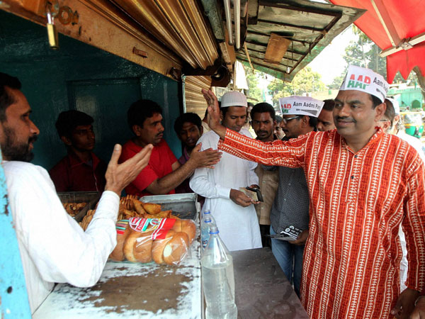 AAP candidate from Bangalore Central V Balakrishna campaigns