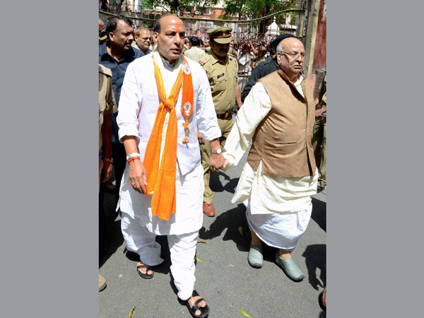 Rajnath Singh with party leader Lalji Tandon