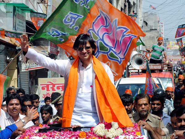 Actor Vivek Oberoi at a road show in support of BJP candidate VK Singh