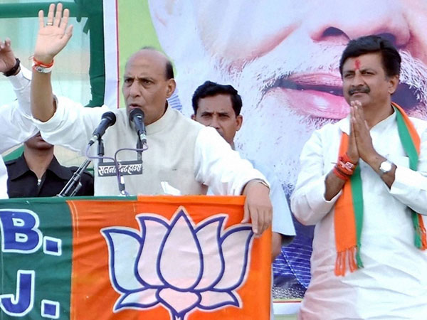 Rajnath Singh addressing an election meeting in Satna