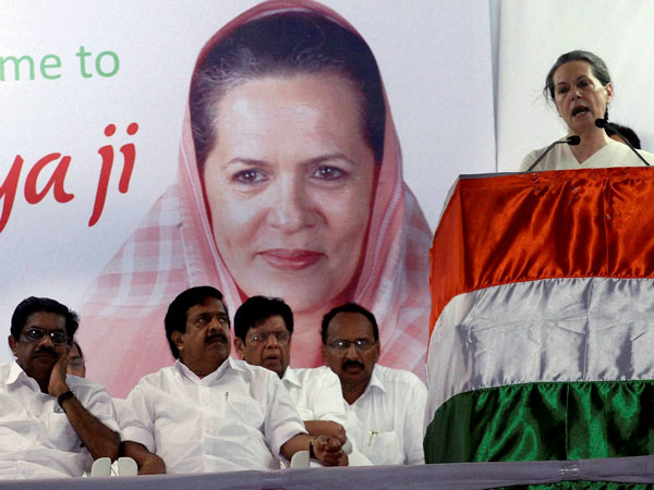 Sonia Gandhi addressing at an election meeting at Beach