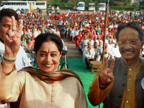 Kirron Kher with party leader BC Khanduri during an election campaign