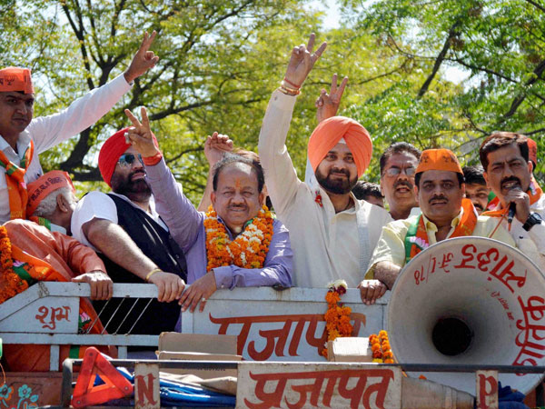 Singh Sidhu campaigning for the party candidate Harsh Vardhan