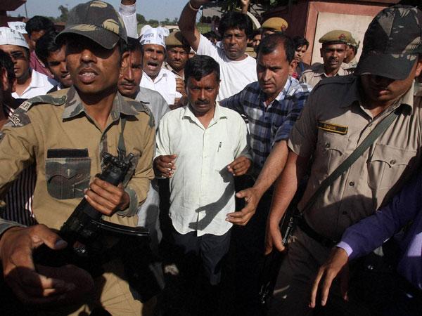 Kejriwal slapped again in Delhi