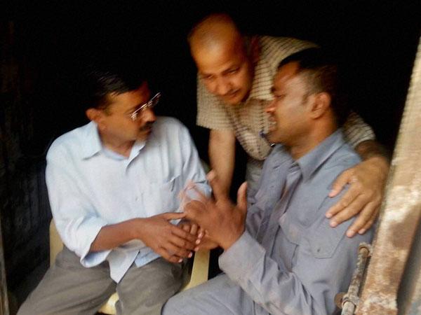 Arvind Kejriwal meets auto driver