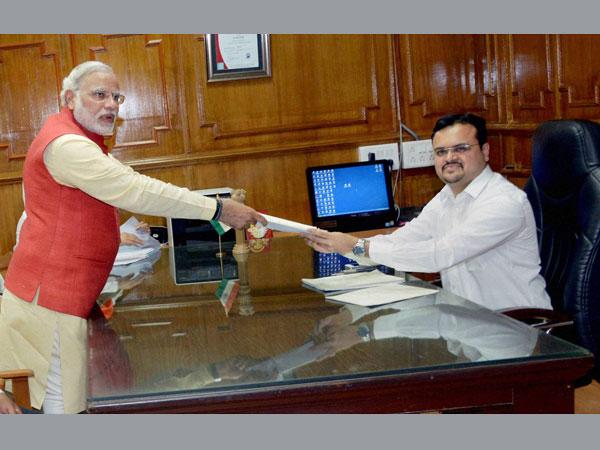 Modi files nomination from Vadodara