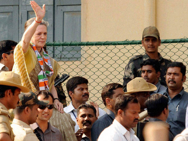 Sonia Gandhi meeting supporters during an election rally