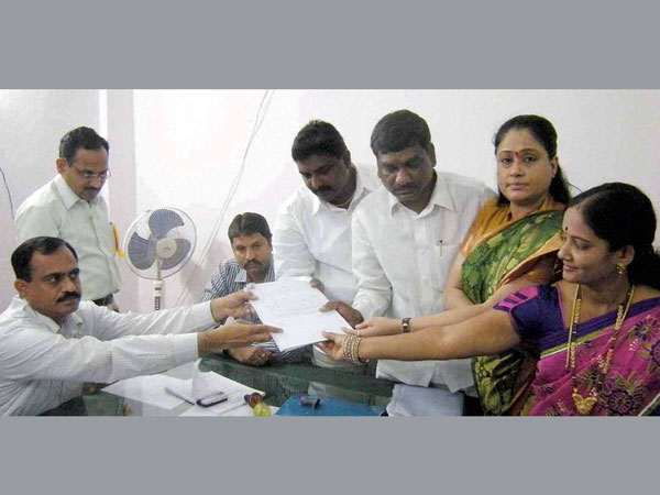 Vijaya Shanthi filing her nomination in Hyderabad
