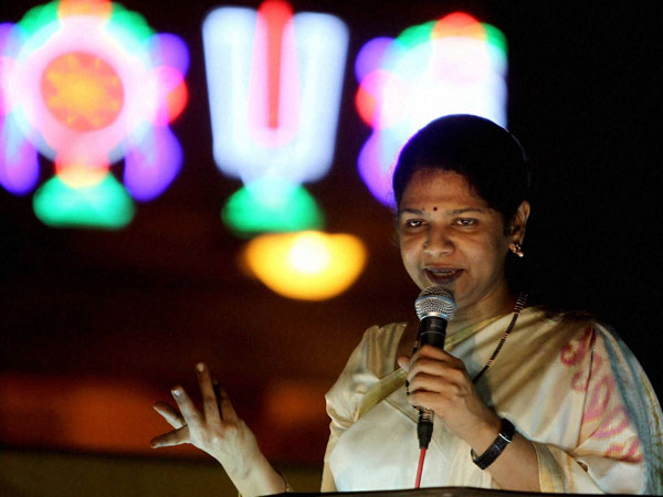 Kanimozhi addressing at an election campaign