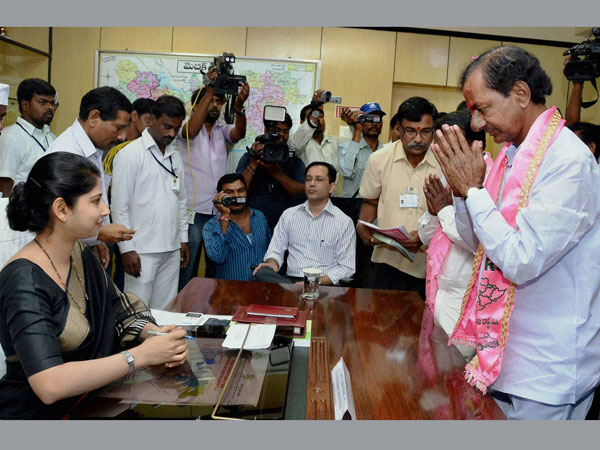 K Chandrasheker Rao files his nomination papers